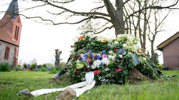 Günter Grass' Grab auf dem Friedhof seines langjährigen Wohnortes Behlendorf. (Quelle: ddp)